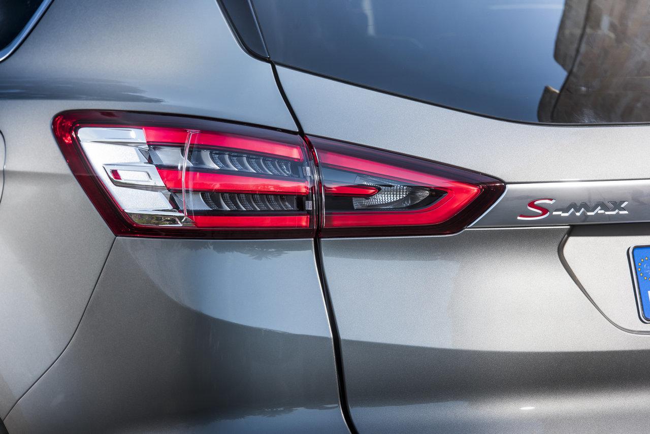 Foto de Ford S-MAX 2015 (58/59)