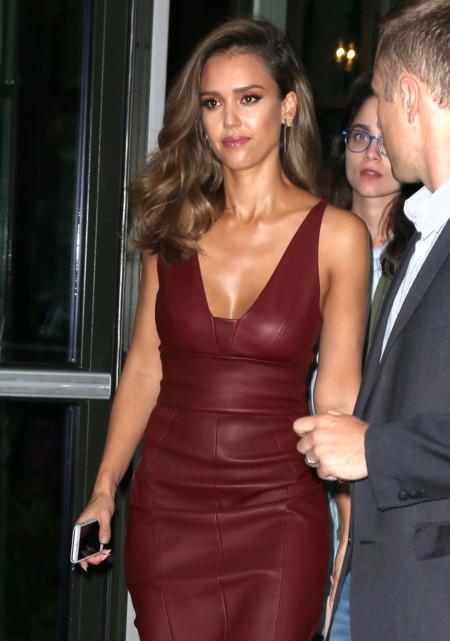 Jessica Alba Con Vestido De Cuero