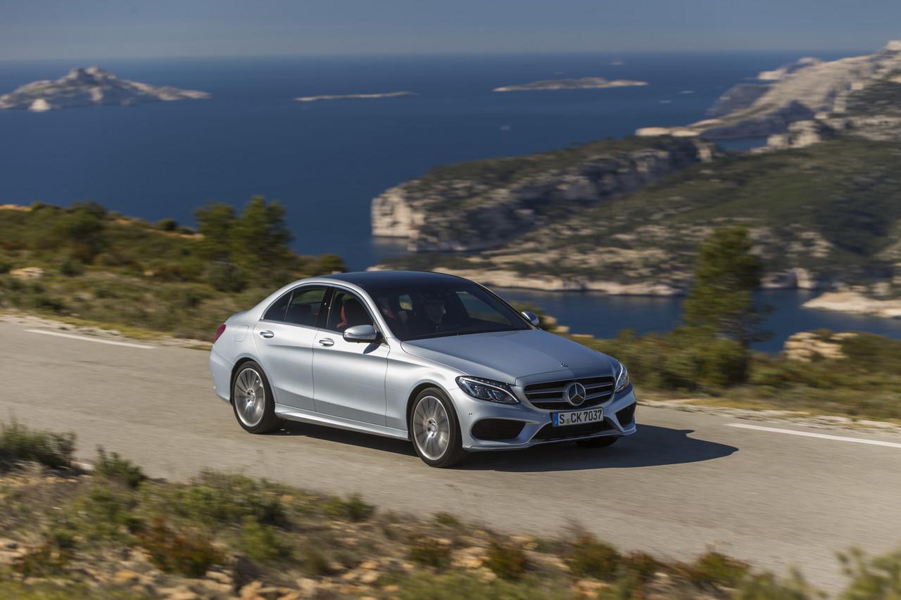 Foto de Mercedes C 250 BT AMG Line Diamantsilber (1/23)