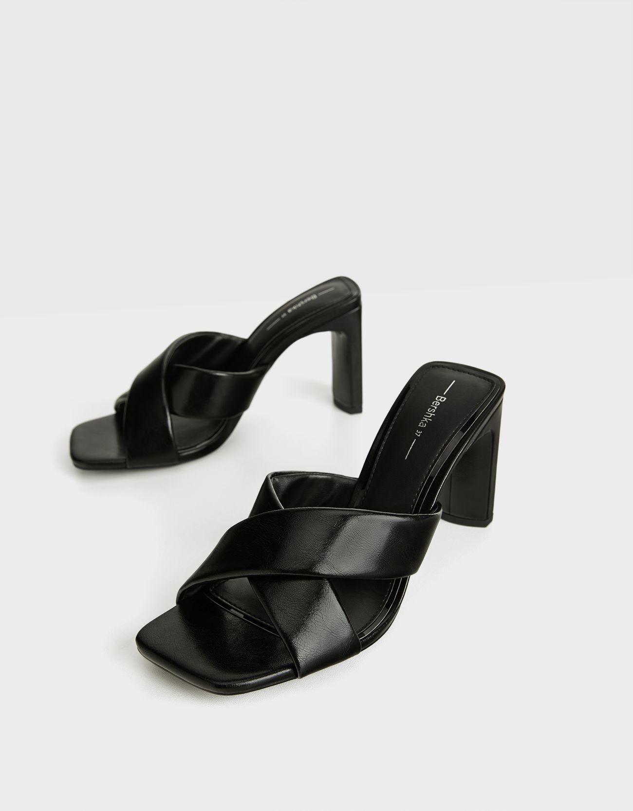 Sandalias de tacón con tiras cruzadas