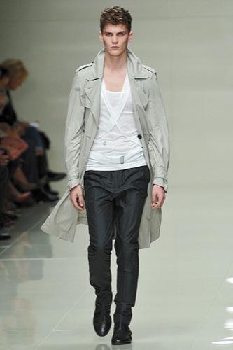 Burberry Prorsum mostró más de su Primavera-Verano 2010 en la Semana de la Moda de Londres
