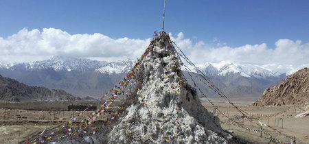 Pirámides glaciares artificiales en el desierto: así están intentando evitar la escasez de agua en el Pequeño Tibet