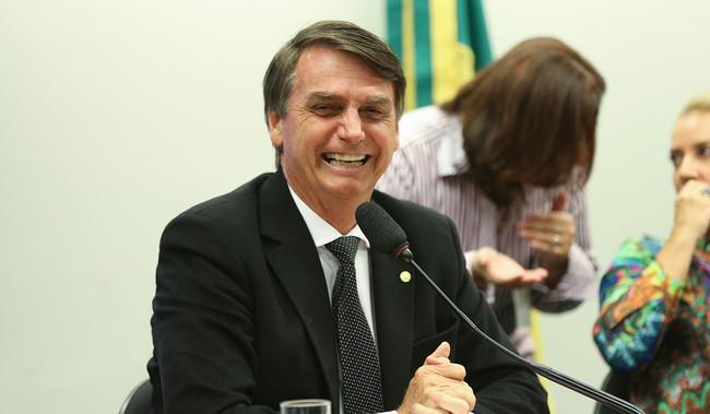 Brasil investiga una campaña de noticias falsas enviadas por WhatsApp a favor de Bolsonaro