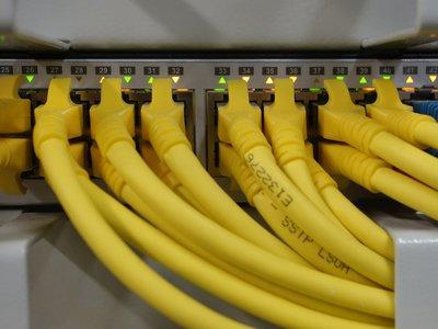 Varios ataques DDoS masivos afectan a grandes sitios como Twitter, Spotify y GitHub