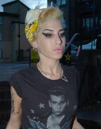 Amy Winehouse se vuelve rubia