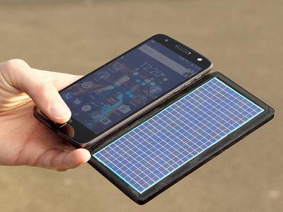 Motorola sigue apostando por los módulos: esta vez una batería externa que se nutre de energía solar