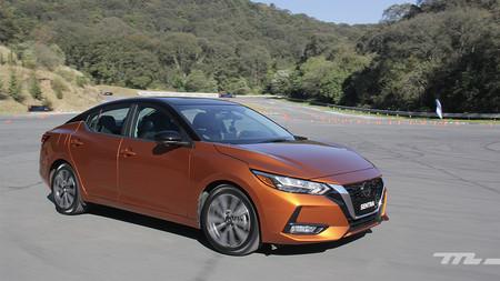 Nissan Sentra 2020, al volante de un sedán que no se parece en nada al anterior (y eso es bueno)