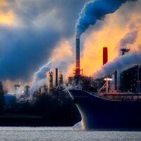 Ni la automoción, ni la aviación... La próxima gran batalla contra el cambio climático se libra en los puertos marítimos y su comercio