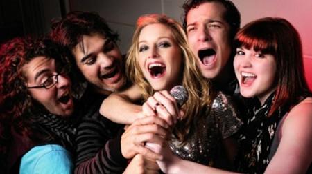 Si lo tuyo es cantar, convierte tu celular en un karaoke
