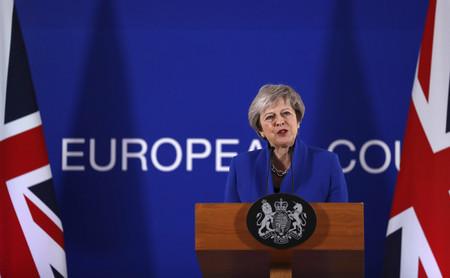Theresa May ya puede parar el Brexit unilateralmente. Otra cosa es que su parlamento le deje