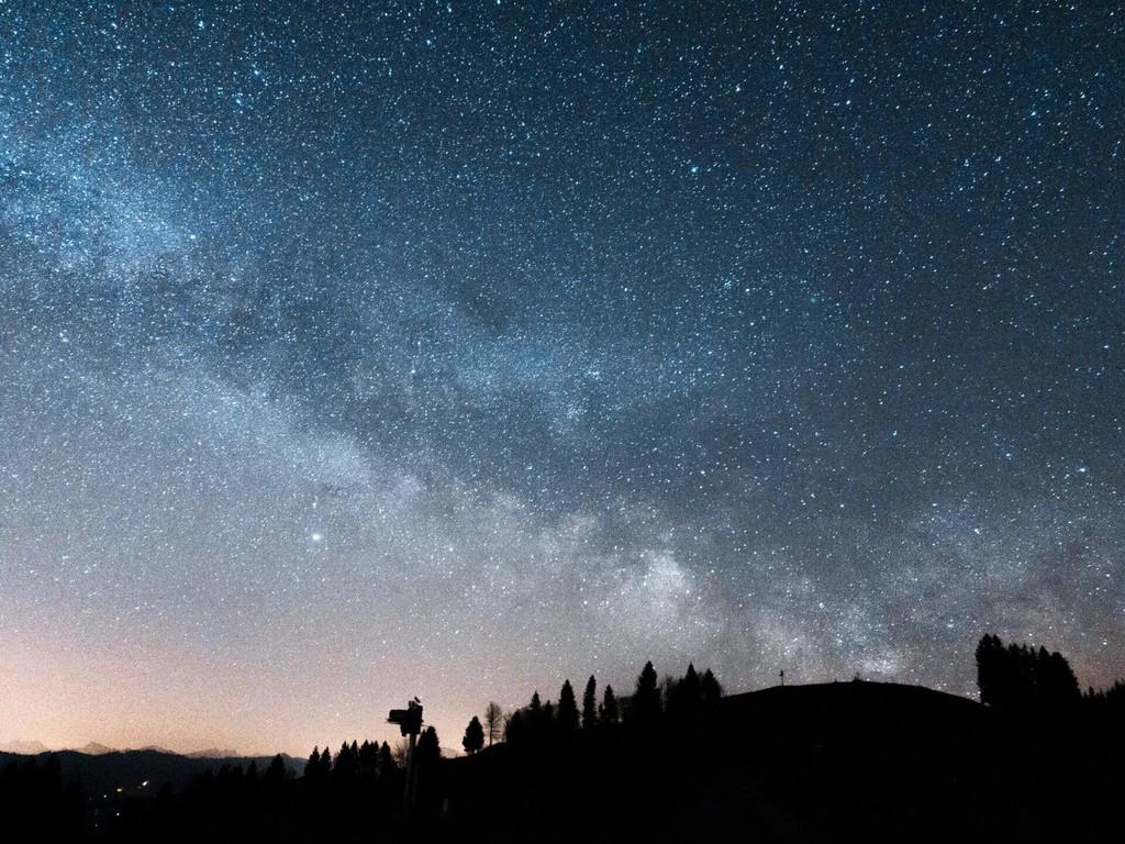 """El uso de inteligencia artificial ha permitido descubrir más de 2.000 """"estrellas bebé"""" entre 1,4 millones a unos investigadores"""