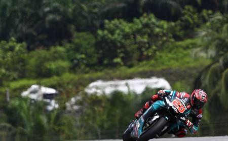 Fabio Quartararo le gana el duelo mental a Marc Márquez para hacer una pole de récord en Sepang