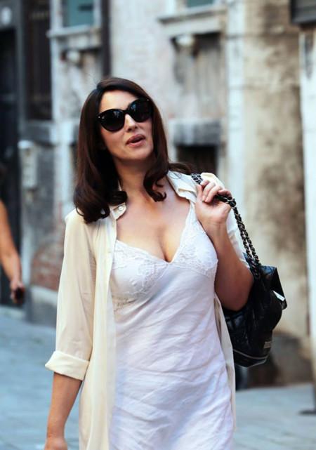 Monica Belluci, una auténtica diva del cine italiano, desembarca en el Lido de Venecia