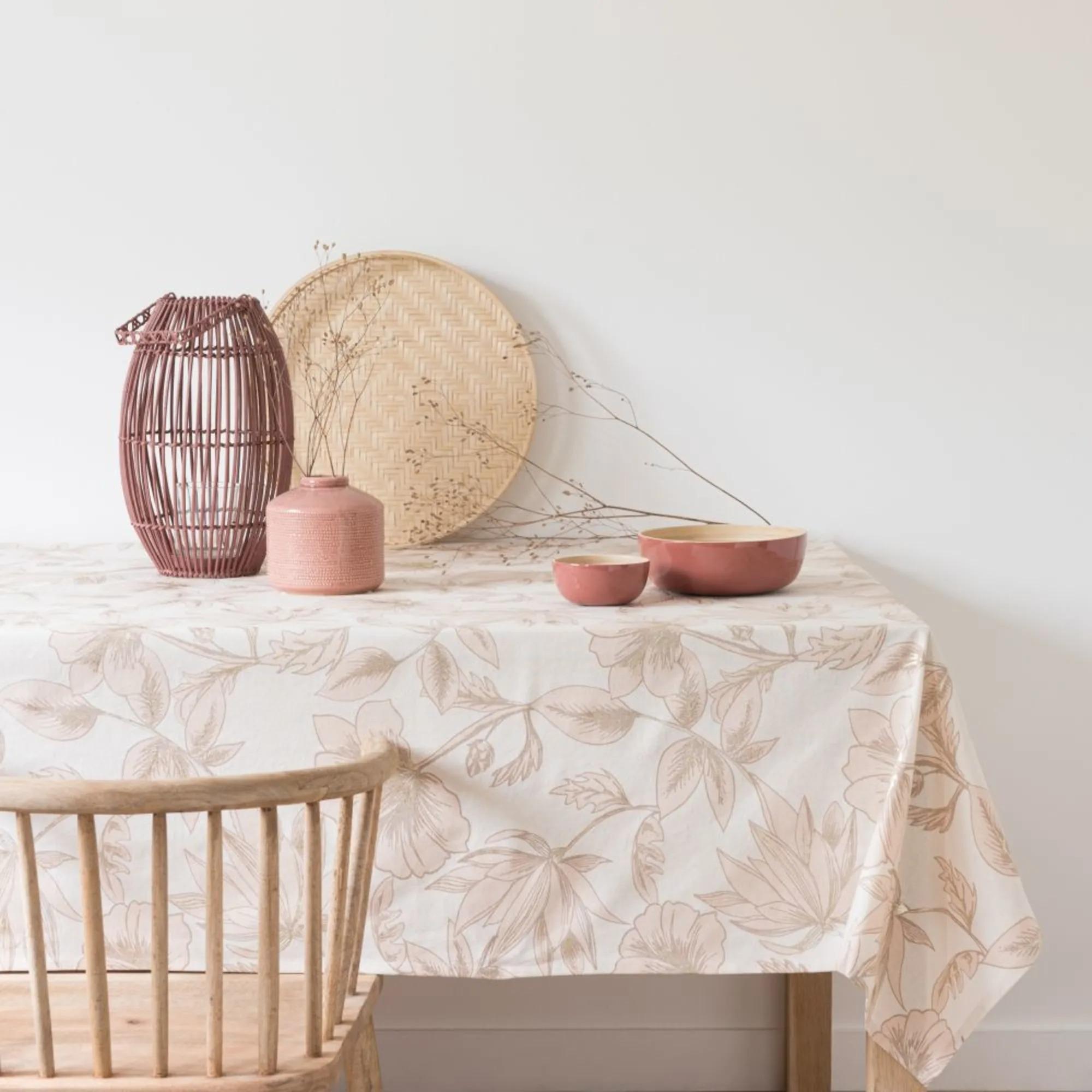 LUCIE.- Mantel de algodón beige, blanco y oro con motivos florales 150x250
