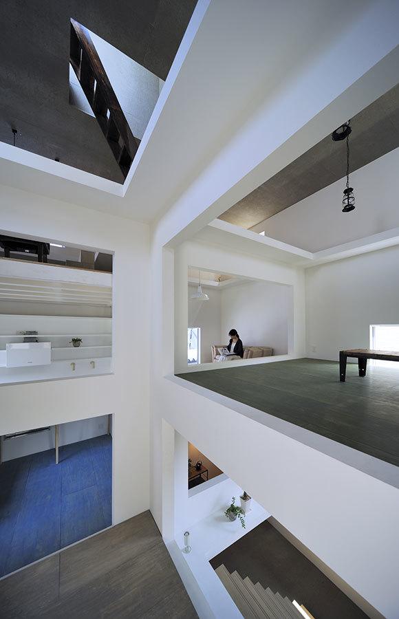 Foto de Casas poco convencionales: viviendo en una estantería gigante (6/14)