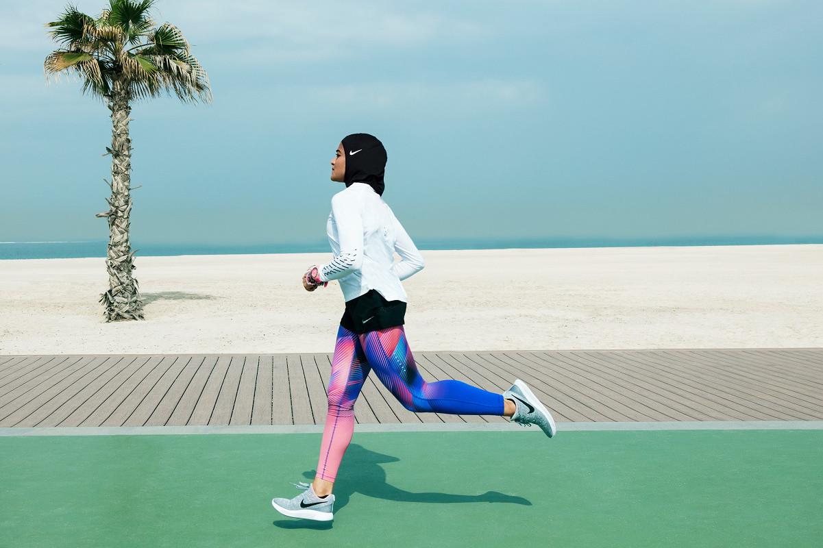 Foto de Nike Pro Hijab (4/5)
