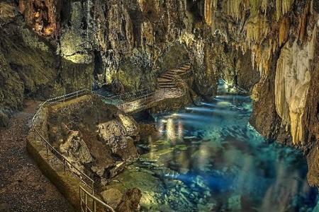 Guía de cuevas turísticas de España
