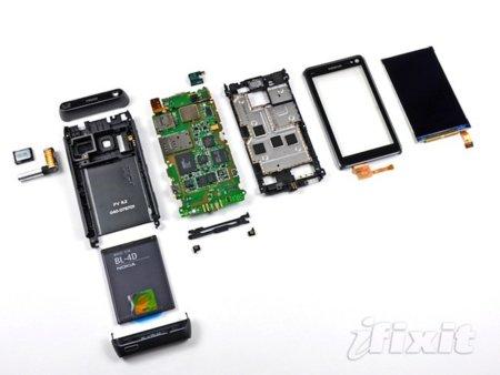 Nokia N8 pasa por los destornilladores de iFixit: diseño muy robusto y batería fácilmente intercambiable