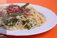 Espaguetis con habas y espárragos verdes. Receta
