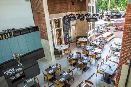 El antiguo depósito de tranvías de Ámsterdam se convierte en hotel