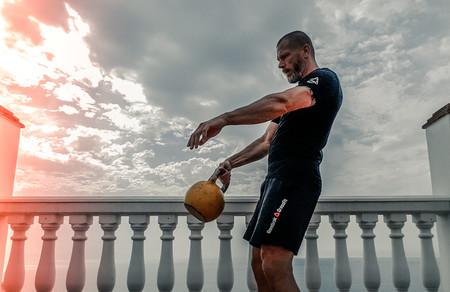 Cómo usar las pesas rusas: todo lo que tienes que saber si eres novato