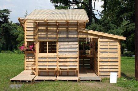Una casa hecha con palés