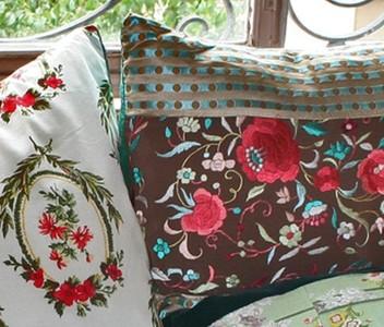 Renovando el salón durante la crisis, la magia de los almohadones