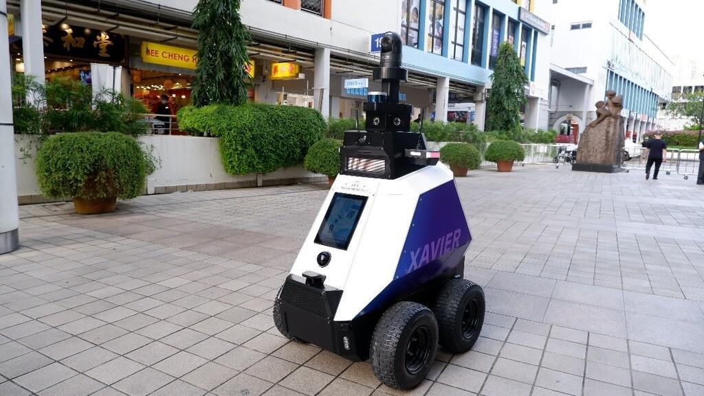 Singapur ya utiliza robots patrulla: visión nocturna y cámaras 360º para vigilar que no se formen grupos de más de cinco personas