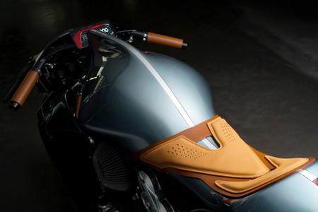Aston Martin Amb 001 4