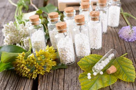Once pseudoterapias de las que has oído hablar: en qué consisten y por qué no debes fiarte de ellas