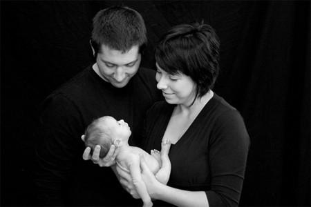 Una vez somos padres, ¿debemos dejar que las visitas cojan al bebé?