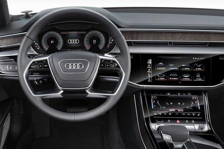 Sí, la pantalla del nuevo Audi A8 es dura de pelar, pero es por una buena causa (según la marca)