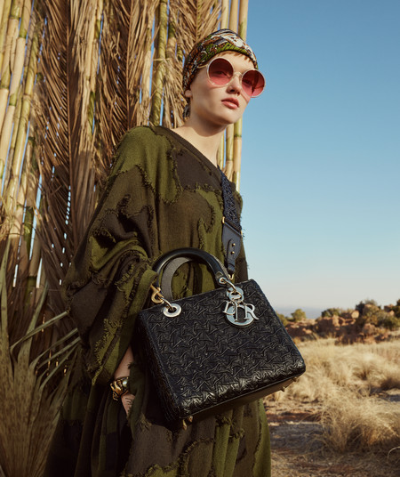 Maria Grazia Chiuri ha creado el bolso Lady Dior más boho y es así de precioso