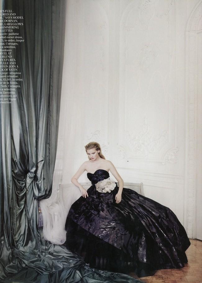 Foto de Lara Stone es la mujer del año para Vogue UK (10/10)