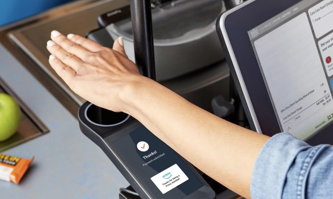 Amazon One, el sistema para pagar con la palma de la mano, se expande a supermercados