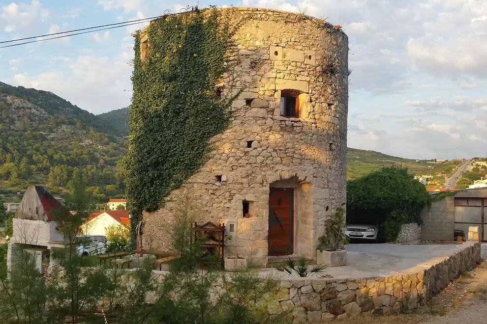 Conoce La Casita Construida En Una Torre De Piedra