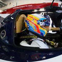 Suma y sigue. Alonso se sube por primera vez en Motorland al Ligier JS P217 de las 24 Horas de Daytona