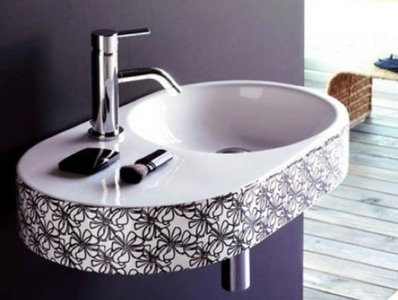 Lavabos decorados de The Bathco, con accesorios a juego