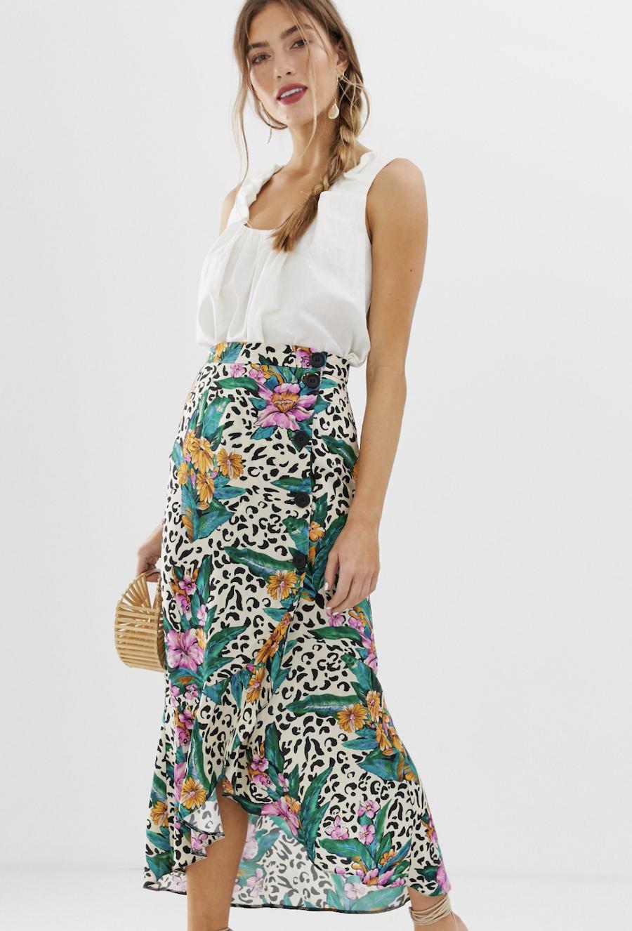 Falda midi cruzada con diseño de botones y estampado animal tropical de ASOS DESIGN
