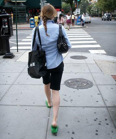 Atención al uso de zuecos como calzado