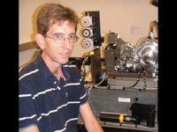 Conservándo el cerebro plastificado para que pueda implantarse en un robot