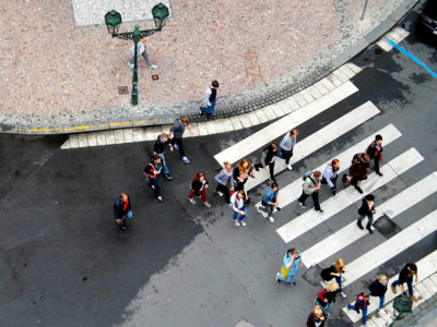 ¿Quieres cruzar la calle? Así es como Google Car detecta tus intenciones y te dice que pases