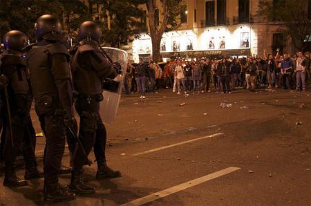 Prohibir la fotografía de las fuerzas de seguridad trabajando: ¿seguridad o censura?