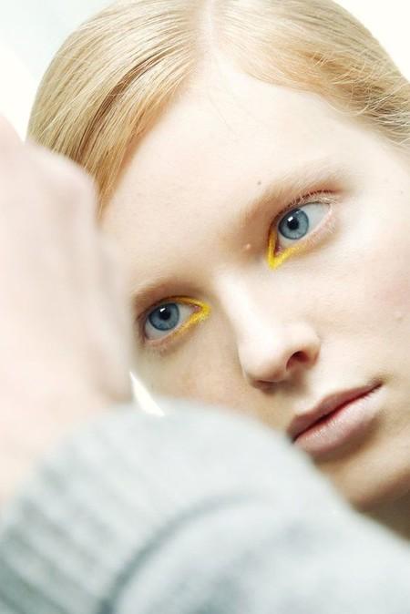Eyeliner Amarillo 8