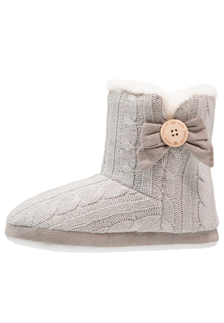 Con estas pantuflas de Tom Tailor podemos pasar estos días de frío con más comodidad por 15,45 euros en Zalando