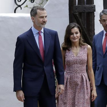 Doña Letizia Ortiz sigue su viaje por Estados Unidos. ¿Su último estilismo? Un vestido estampado