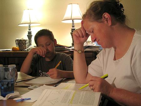 ¿Qué sentido tienen los deberes si los tenemos que hacer los padres?