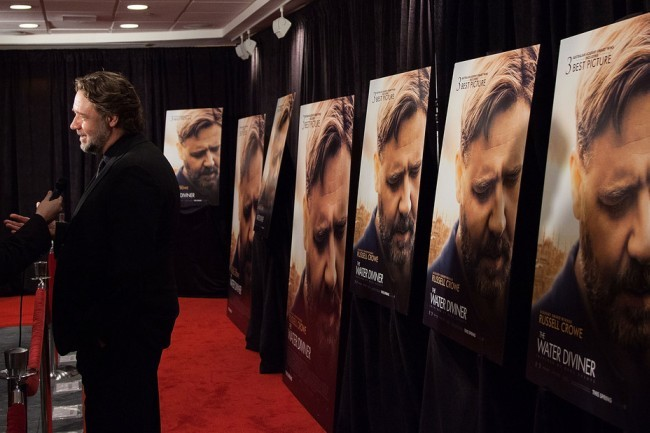 Russell Crowe atiende a la prensa en el estreno de su nueva película
