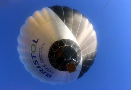 """El primer globo aéreo impulsado por """"energía solar"""" hace su debut en el Reino Unido"""