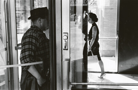 Lee Friedlander, el fotógrafo que cambió el instante decisivo por el encuadre preciso